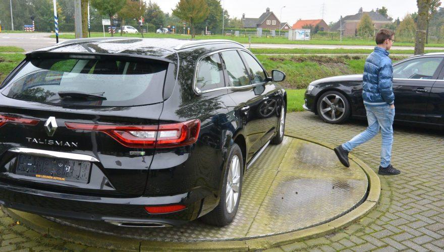 2-vmbo op excursie naar Van Leeuwen Auto's