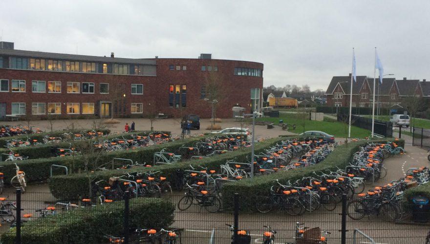 SGP controleert en repareert fietsverlichting leerlingen